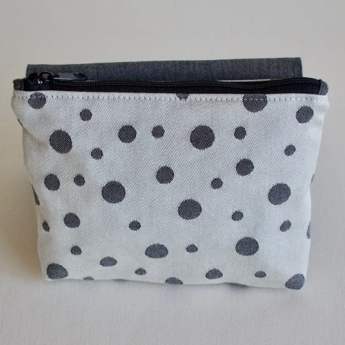 zippered pack dots